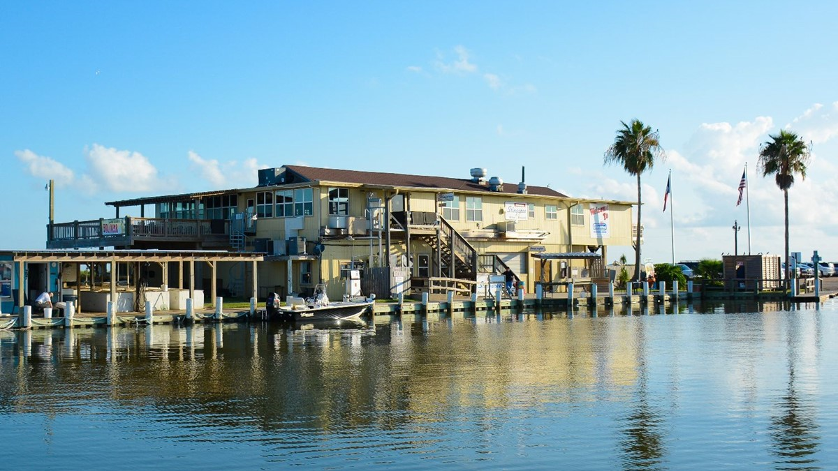 Stingaree Restaurant The Best Seafood In Crystal Beach Texas